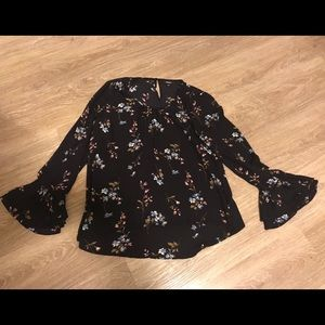 Premise floral Top! Very flows and fun!